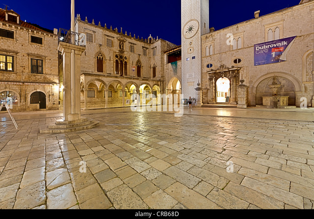 Square in the historic town centre of Dubrovnik, UNESCO World Heritage Site, with Bell Tower and Sponza Palace at - Stock Image