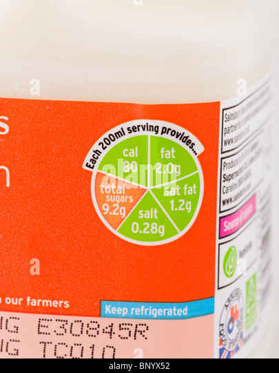 'Traffic Light' label on a carton of Sainsbury's low fat milk - Stock Image
