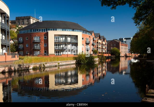 UK, Nottinghamshire, Nottingham, new housing reflected in Beeston Canal - Stock Image