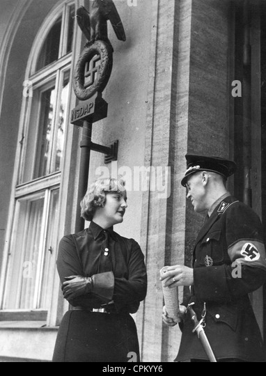 Unity Mitford in Front of the Brown House in Munich, 1937 - Stock Image