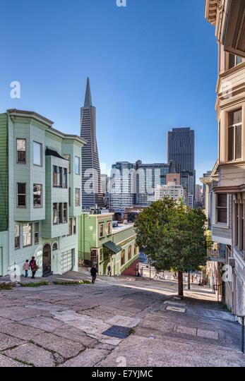 Kearny Street, one of the very steep streets in San Francisco, looking south toward the CBD and the Transamerica - Stock Image