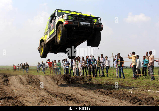 Bhopal, Indian state of Madhya Pradesh. 9th Oct, 2016. A rider participates in a mud car rally at village Bhouri - Stock Image