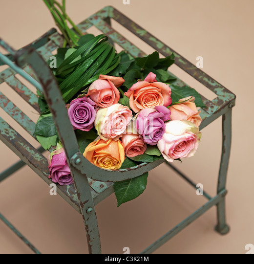 Rose bouquet on chair, close up - Stock Image