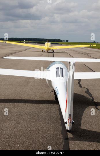 Schleicher ASG-29E glider on aerotow behind a Scheibe SF25C Falke - Stock Image