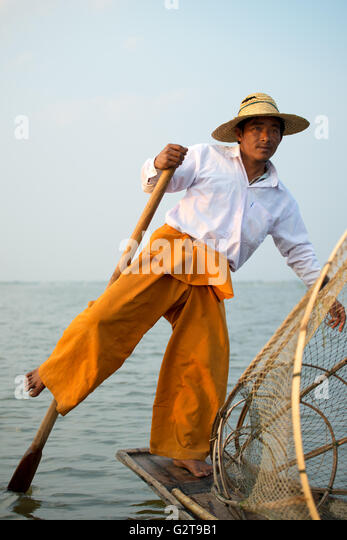 Distinctive rowing style of an Intha fisherman, Inle Lake, Myanmar - Stock Image