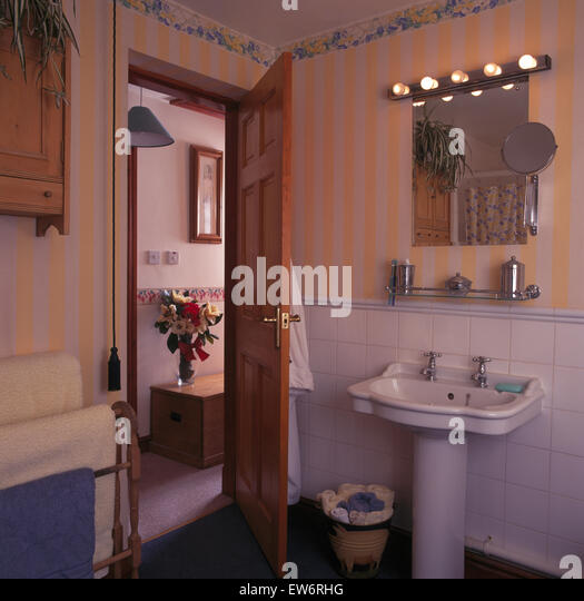 Hollywood Lights Bathroom: Bathroom Lighting Stock Photos & Bathroom Lighting Stock