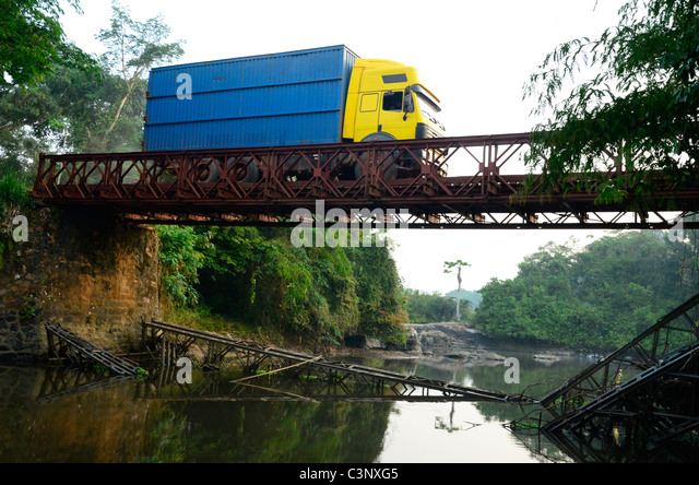 Okape Reserve near Epulu village in Ituri forest, Congo Basin, Democratic Republic of Congo. Cargo truck on rickety - Stock-Bilder
