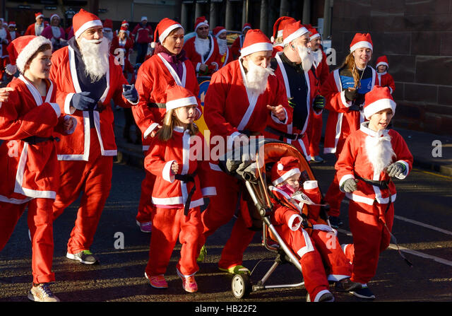 Chester, UK. 4th December 2016. The annual charity santa dash through the city centre streets. Credit: Andrew Paterson/ - Stock-Bilder