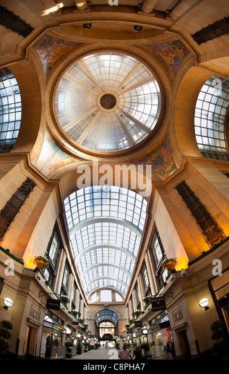 UK, Nottinghamshire, Nottingham, The Exchange shipping arcade, part of 1920s Council House complex - Stock Image