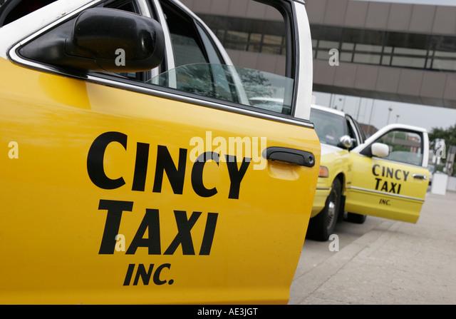 Ohio Cincinnati Cincy taxi cab yellow public transportation - Stock Image