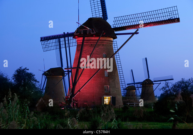 The Netherlands, Kinderdijk, Illuminated windmills, Unesco World Heritage Site. - Stock-Bilder