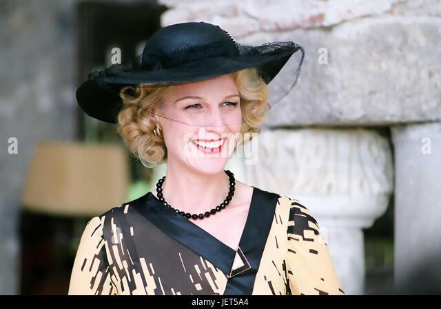 A GOOD WOMAN 2004 Lions Gate Entertainment film with Helen Hunt - Stock-Bilder