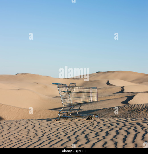 USA, Utah, Little Sahara, abandoned shopping cart on desert - Stock Image