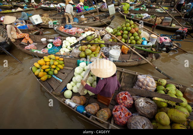 the floating market nr Can Tho, Mekong Delta, Vietnam - Stock-Bilder