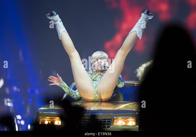 Miley cyrus lanxess arena cologne 2014 - 2 4