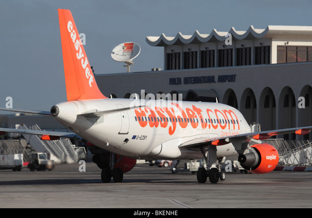 Cheap holidays. easyJet Airbus A319 arliner in Malta - Stock Image