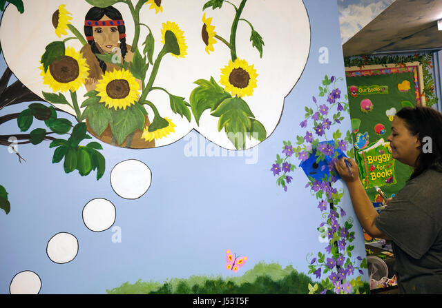 Arkansas Pocahontas Randolph County Library muralist painter Black woman artist youth children's room Native - Stock Image