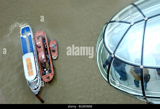Photograph of London Eye Pod looking down river thames boats UK - Stock-Bilder