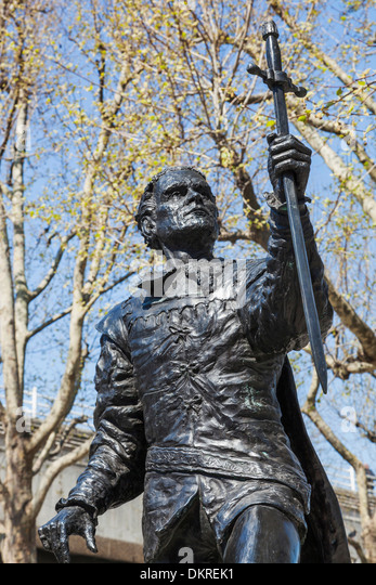England, London, Southbank, Statue of Actor Laurence Olivier - Stock Image