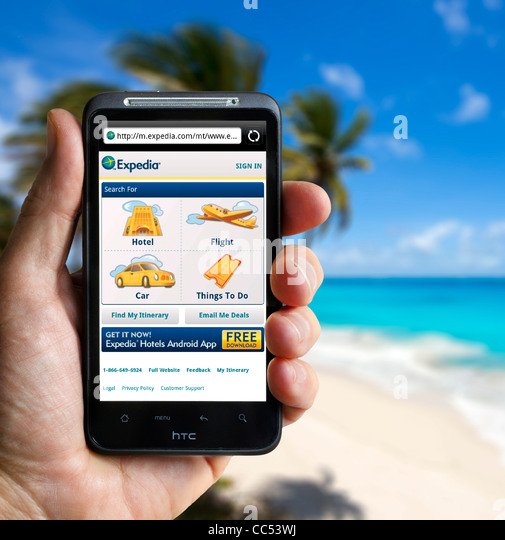 Browsing the Expedia travel website on an HTC smartphone - Stock-Bilder