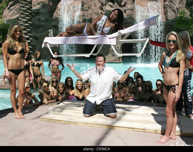 Nathan burton magic show for miss usa contestants stock for Pool show usa