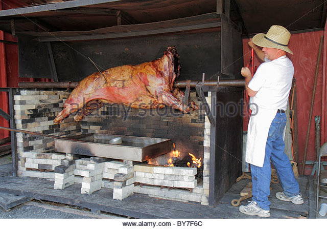 Pennsylvania Kutztown Kutztown Folk Festival Pennsylvania Dutch folklife ox roast spit fire animal beef cooking - Stock Image