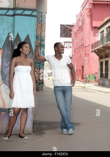 Young African couple standing under a bridge - Stock Image