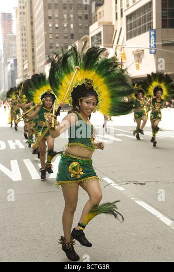 2009 International Immigrants Parade NYC Costumed dancers represent Mexican Americans - Stock-Bilder