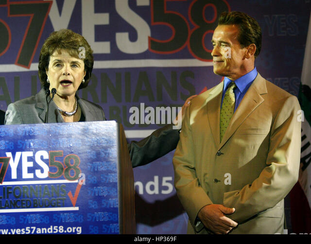 California Gov. Arnold Schwarzenegger, (R), and US Sen. Dianne Feinstein meet at a press conference to endorse California - Stock Image
