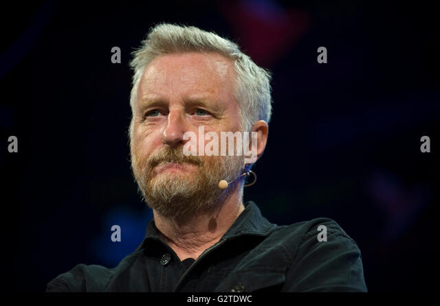 Billy Bragg speaking on stage at Hay Festival 2016 - Stock Image