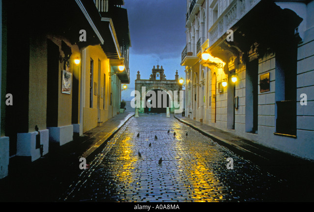 USA CARIBBEAN PUERTO RICO OLD SAN JUAN Sreet light reflecting on rain covered brick streets Historic Cristo Chapel - Stock Image