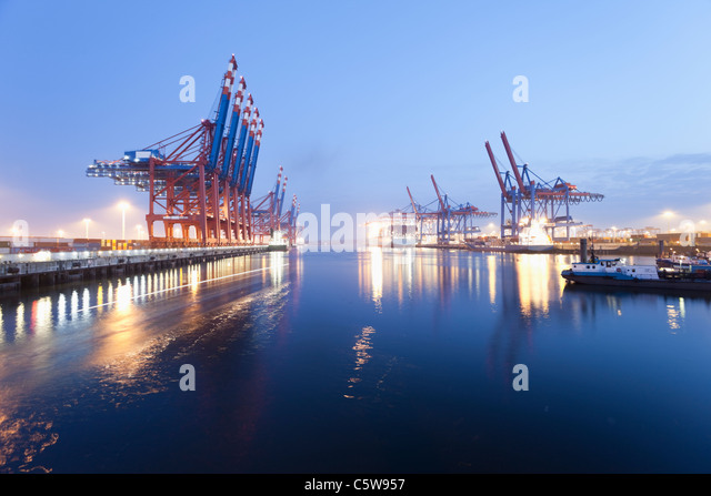 Germany, Hamburg, Burchardkai, View of container ship at harbour - Stock Image