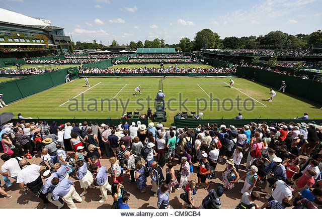 28/06/2012 - Wimbledon (Day 4) - Spectators file past each other around the outside courts - Photo: Simon Stacpoole - Stock-Bilder