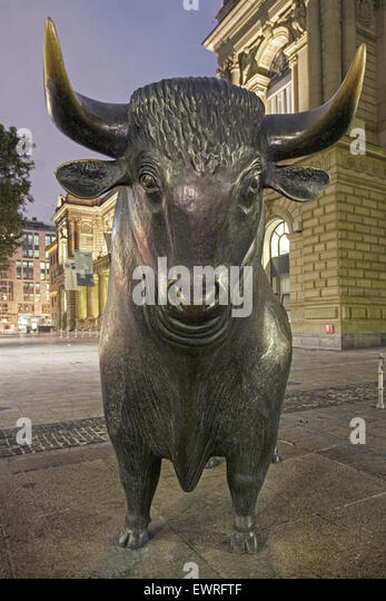 Germany, Frankfurt, bull in front of stock exchange, twilight - Stock Image