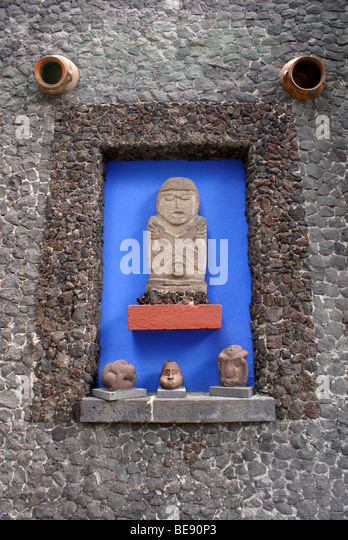 Pre Columbian sculptures at the Museo Frida Kahlo, also known as the Casa Azul, or Blue house, Coyoacan, Mexico - Stock Image