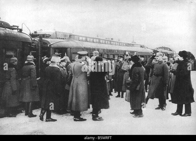 9 1917 12 15 A1 16 Brest Litowsk Arrival of Russ delegacy World War 1 1914 18 Russian German armistice of Brest - Stock-Bilder