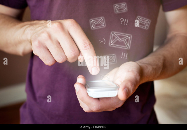 sending email wireless with smartphone - Stock-Bilder