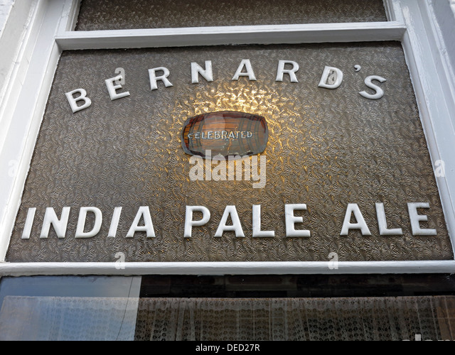Bernards India Pale Ale sign at the Oxford Bar is a public house situated on Young Street, in the New Town of Edinburgh - Stock Image