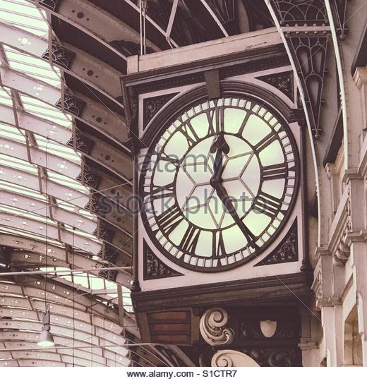 Time to depart at Paddington Station, London - Stock Image