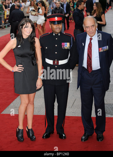 Lance Corporal Johnson Beharry and General Sir Mike Jackson at the UK Premiere of 'The Expendables', Leicester - Stock Image
