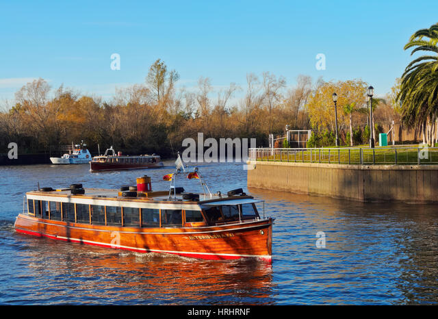 Vintage mahogany motorboat on the Tigre River Canal, Tigre, Buenos Aires Province, Argentina - Stock-Bilder