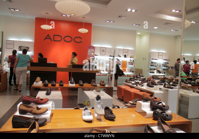 Managua Nicaragua Metrocentro shopping center centre mall business ADOC retail chain shoe store footwear display - Stock Image