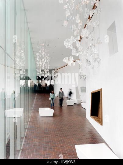Interior, glass enclosed corridor looking South. Walker Art Center, Minneapolis, United States. Architect: Herzog - Stock-Bilder