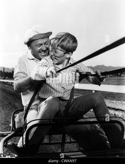 Actor Mickey Rooney and his son Teddy Rooney, 1960.. Courtesy: CSU Archives / Everett Collection - Stock-Bilder
