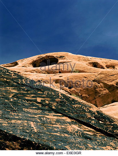 Petroglyphs carved by prehistoric Anasazi Indians in Valley of Fire State Park in Nevada USA - Stock-Bilder