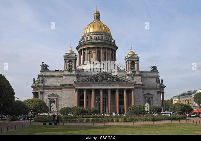 St Isaac's Cathedral seen over Isaakievskaya Place, St Petersburg, Russia. - Stock Image