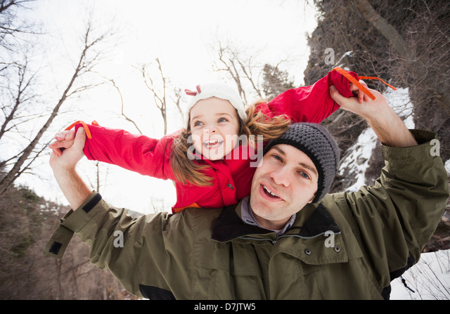 USA, Utah, Highland, Portrait of young man carrying girl (2-3) on shoulders - Stock-Bilder