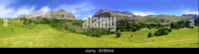 Bisaurin Pyrenees peak panoramic mountain landscape scenics Huesca Spain - Stock Image
