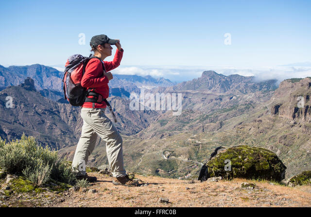 Female hiker on mountain footpath overlooking Tejeda crater on Gran Canaria, Canary Islands, Spain. - Stock-Bilder