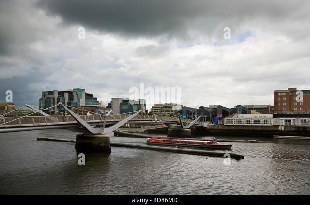 Liffey River Cruiser Sailing Under The Sean O'Casey Bridge, Over The River Liffey, Dublin City, Ireland - Stock Image